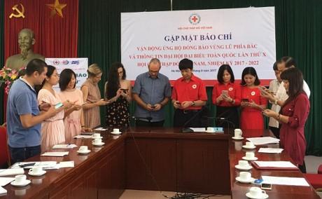 สภากาชาดเวียดนามเปิดการรณรงค์ให้การช่วยเหลือประชาชนที่ประสบอุทกภัย - ảnh 1