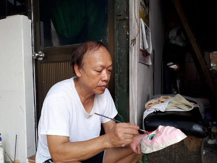 ผู้ที่อนุรักษ์อาชีพทำหน้ากากกระดาษของกรุงฮานอย - ảnh 4
