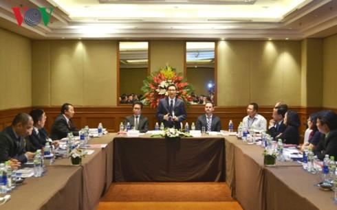 รองนายกรัฐมนตรี หวูดึ๊กดาม ประชุมกับสภาสถานประกอบการเพื่อการพัฒนาอย่างยั่งยืน - ảnh 1