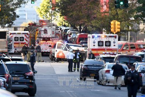 เกิดเหตุคนร้ายขับรถปิคอัพพุ่งชนคนในใจกลางนครนิวยอร์ค - ảnh 1