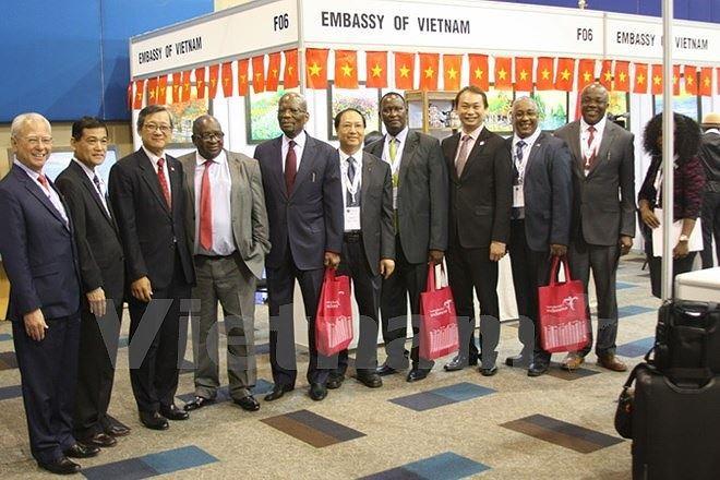งานแสดงสินค้าอาเซียน-แอฟริกามีขึ้นเป็นครั้งแรก ณ แอฟริกาใต้ - ảnh 1