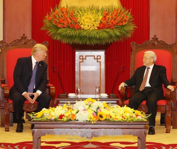 เลขาธิการใหญ่พรรคคอมมิวนิสต์เวียดนาม เหงียนฟู้จ่อง ให้การต้อนรับประธานาธิบดีสหรัฐ โดนัลด์ ทรัมป์ - ảnh 1