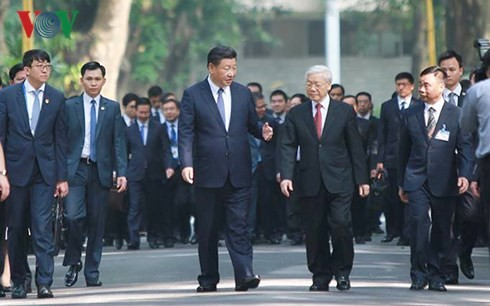 เลขาธิการใหญ่พรรคคอมมิวนิสต์เวียดนามกับเลขาธิการใหญ่และประธานประเทศจีนร่วมงานเลี้ยงน้ำชาอาหารเช้า - ảnh 1
