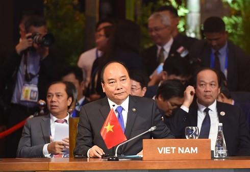 นายกรัฐมนตรีเสร็จสิ้นการเข้าร่วมการประชุมสุดยอดอาเซียนครั้งที่ 31  - ảnh 1
