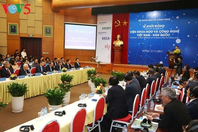 รองนายกรัฐมนตรี หวูดึ๊กดาม เข้าร่วมพิธีเปิดสถาบันวิทยาศาสตร์และเทคโนโลยีเวียดนาม-สาธารณรัฐเกาหลี - ảnh 1