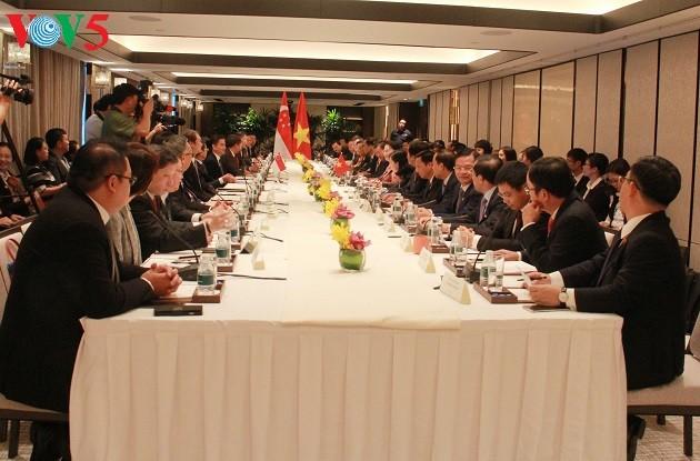 เวียดนามมีความประสงค์ว่า นับวันยิ่งมีสถานประกอบการสิงคโปร์จะมาลงทุนในเวียดนามมากขึ้น - ảnh 1