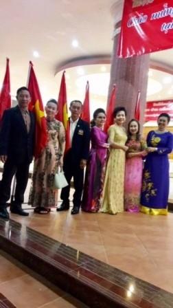 เอกอัครราชทูตเวียดนามประจำประเทศไทยพบปะกับชมรมชาวเวียดนาม - ảnh 4