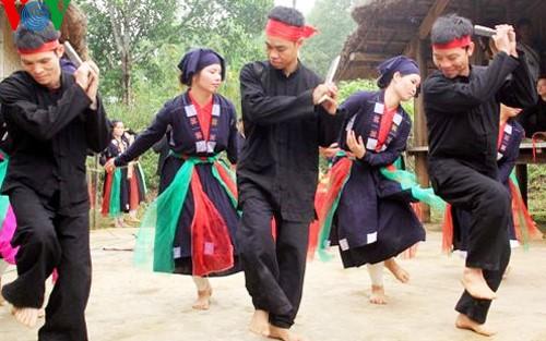 เวียดนามให้ความสำคัญ อนุรักษ์และส่งเสริมความหลากหลายด้านวัฒนธรรมของชนเผ่าต่างๆ - ảnh 1