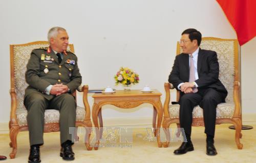 รองนายกรัฐมนตรี ฝ่ามบิ่งมิงห์ ให้การต้อนรับประธานคณะกรรมการกองทัพพันธมิตรยุโรป - ảnh 1