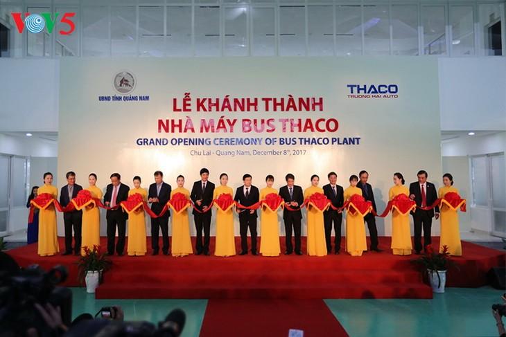 รองนายกรัฐมนตรี จิ่งดิ่งหยุง เข้าร่วมพิธีเปิดโรงงานผลิตรถเมล์ใหญ่ที่สุดในเอเชียตะวันออกเฉียงใต้ - ảnh 1