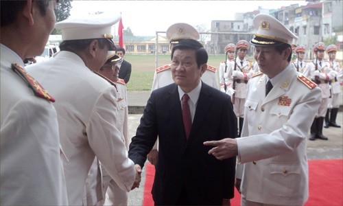 State President visits military and public security forces - ảnh 1