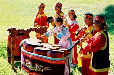 Spring festivals kick off in various localities - ảnh 1