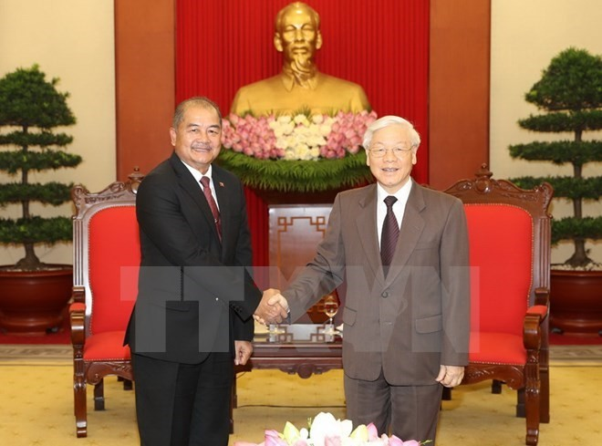 Vietnam, Laos reinforce special solidarity  - ảnh 1