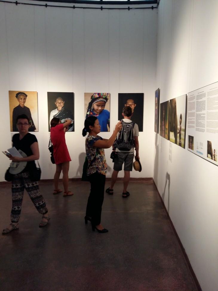 Vietnam's ethnic minorities through the lens of French photographer  - ảnh 3