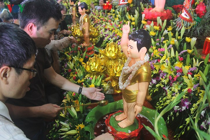 Vesak commemorated across Vietnam - ảnh 2