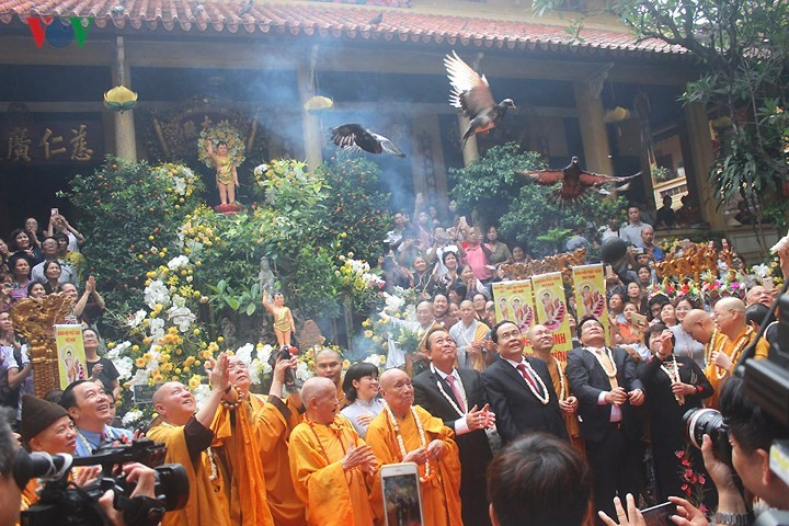 Vesak commemorated across Vietnam - ảnh 1