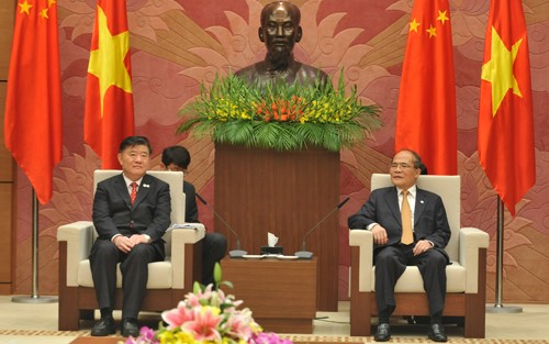 NA Chairman Nguyen Sinh Hung meets with Deputy speaker of China's National Assembly  - ảnh 1