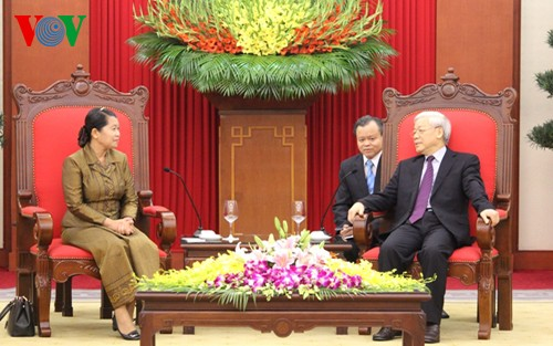Party leader receives Cambodian Deputy Prime Minister and Indian and Lao parliamentarians - ảnh 1