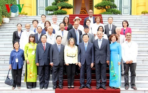 President meets delegates to Asia-Pacific Regional Conference of Solidarity with Cuba - ảnh 2