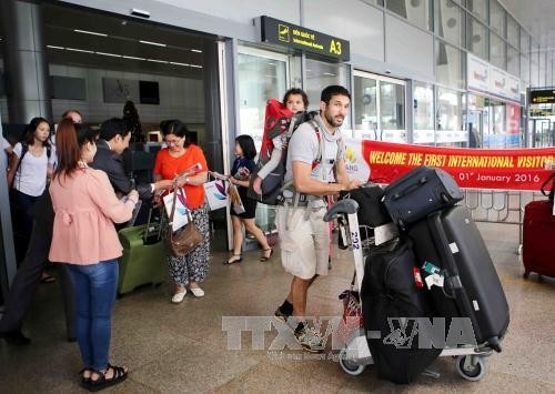 Vietnam to extend exemption of visa requirements for tourists from East European countries - ảnh 1