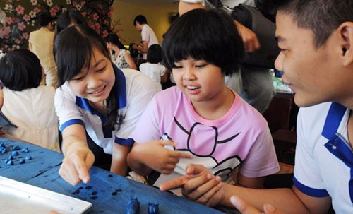 People with autism helped to integrate socially  - ảnh 1