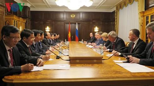 Prime Minister Nguyen Xuan Phuc meets Chairman of Russia's State Duma - ảnh 2