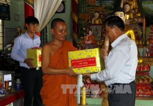 越南南部高棉族同胞举行多项切实活动庆祝传统新年 - ảnh 1