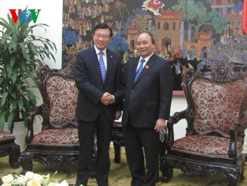 越南政府总理阮春福会见韩国锦湖韩亚集团总裁朴三求 - ảnh 1