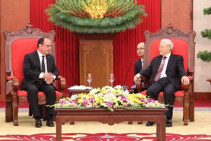 法国总统奥朗德圆满结束对越南的国事访问 - ảnh 1