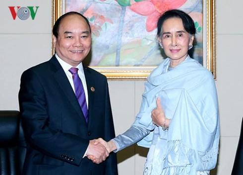 越南政府总理阮春福会见缅甸国务资政兼外长昂山素季 - ảnh 1
