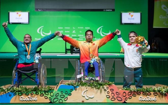 越南举重运动员黎文公在2016年夏季残奥会上刷新世界记录 - ảnh 1