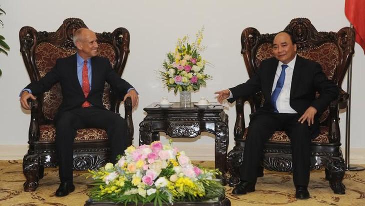 越南政府总理阮春福会见印度支那资本集团首席执行官莱德 - ảnh 1
