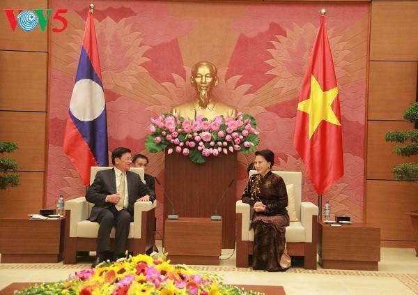 越南国会主席阮氏金银会见老挝总理通伦 - ảnh 1