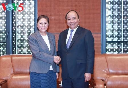 阮春福会见老挝国会主席巴妮 - ảnh 1