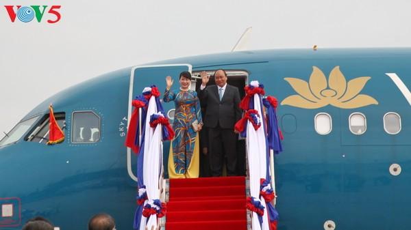 老挝媒体:越南政府总理阮春福的老挝之行将推动老越关系迈上新台阶 - ảnh 1
