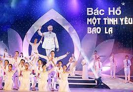 """越南民族文化旅游村举办以""""胡志明主席与越南各族同胞""""为主题的系列活动 - ảnh 1"""