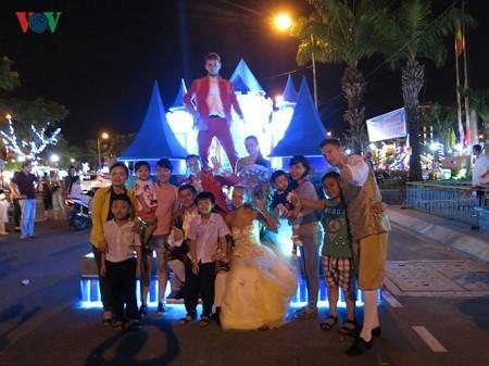 岘港举办精彩的狂欢节 - ảnh 1