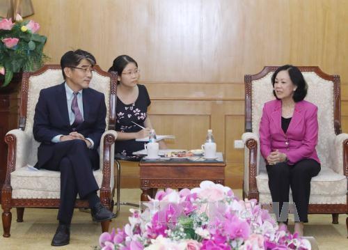 张氏梅会见国际劳工组织河内局局长李昌徽 - ảnh 1