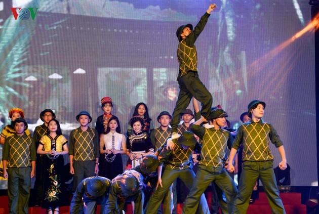 越南全国各地纷纷举行活动庆祝9·2国庆节 - ảnh 1