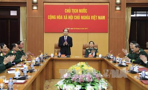 越南国家主席陈大光与国防部领导人座谈 - ảnh 1