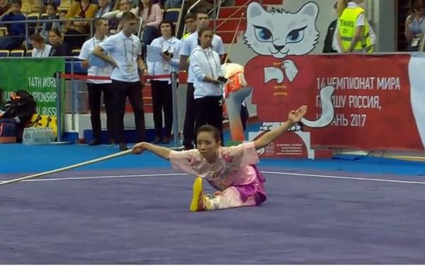 越南运动员杨翠薇在2017年世界武术锦标赛上夺得金牌 - ảnh 1