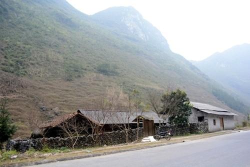 몽족의 집 건축 - ảnh 2