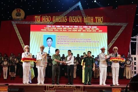 Honorer les membres des syndicats exemplaires dans les forces armées - ảnh 1
