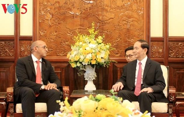 Tran Dai Quang reçoit l'ambassadeur cubain et le président de la cour suprême sud-coréen - ảnh 1
