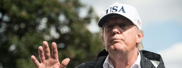 Donald Trump signe un texte qui condamne les suprémacistes blancs - ảnh 1