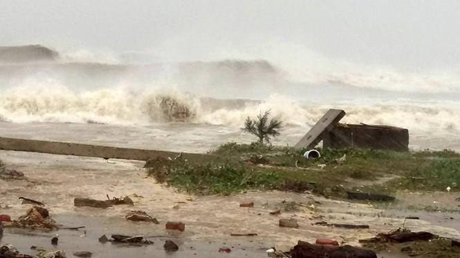 Doksuri a frappé les côtes vietnamiennes - ảnh 1