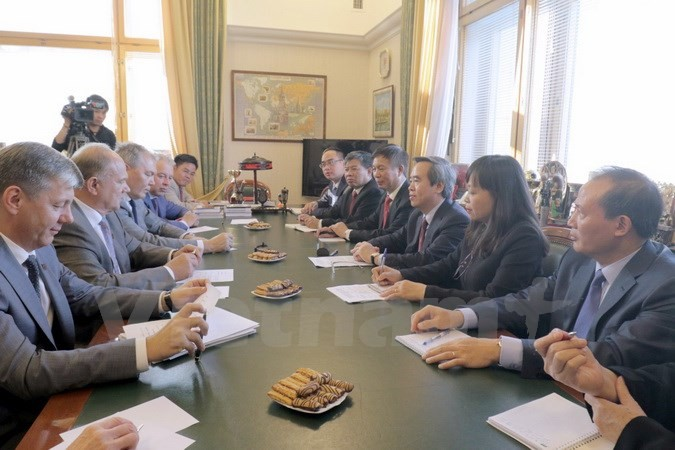 Le chef de la Commission économique centrale du Parti en visite en Russie - ảnh 1