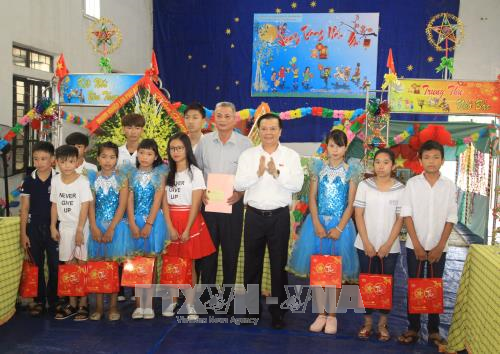 Célébrations de la fête de la mi-automne au Vietnam - ảnh 1