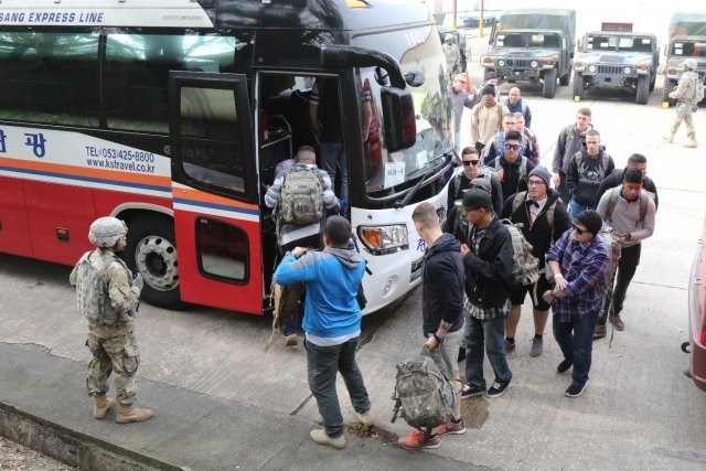 Nouvelles manœuvres US en Corée du Sud: les militaires s'exercent à évacuer - ảnh 1