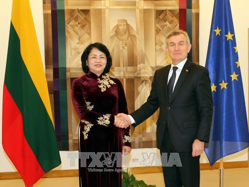 Dynamiser l'amitié et la coopération multisectorielle Vietnam-Lituanie - ảnh 2
